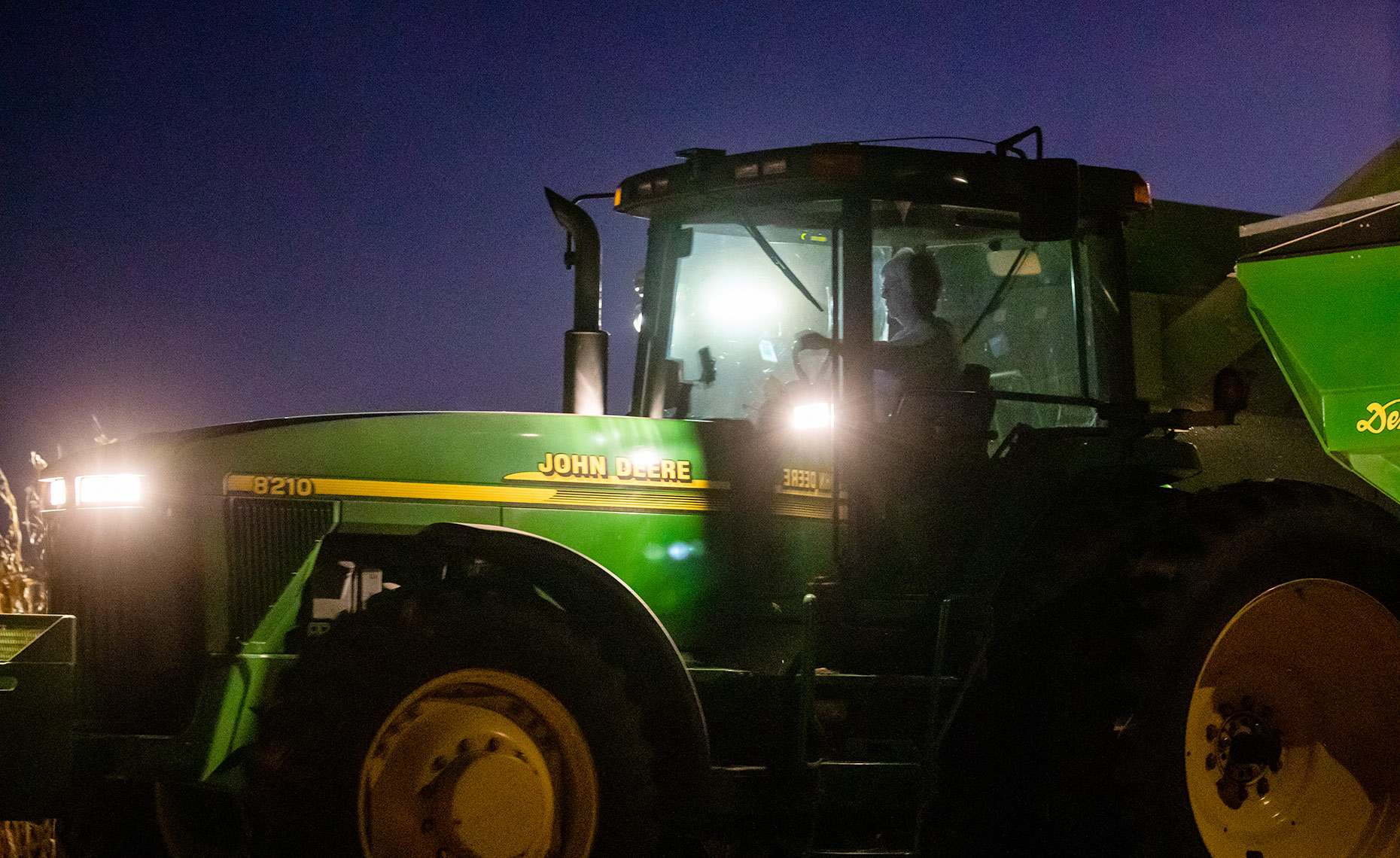 Web_Night_Tractor